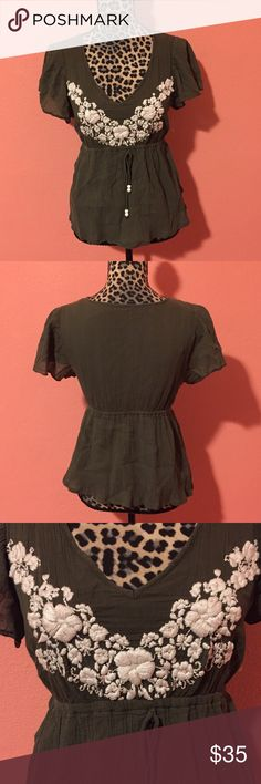 ELLA MOSS Olive Green Ethnic Empire Waist Top M Ella Moss blouse in olive green with white floral embroidery. Perfect pre-owned condition in size Medium. Ella Moss Tops