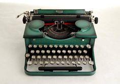 Typewriter Royal Portable P series 1930s Green