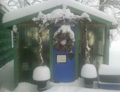 When he stopped by last night Old Man Winter also  cloaked the garden greenhouse in new fluffy snow for Christmas.