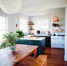 Cocina! Lindos colores y la lampara me encanto!