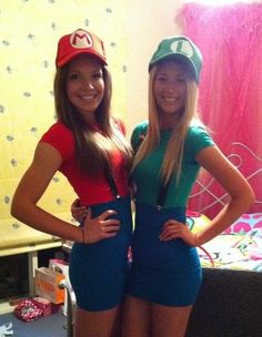 cute halloween costume for friends mario and luigi Mario And Luigi Costume, Mario E Luigi, Mario Kart, Minion Halloween, Diy Halloween, Duo Costumes, Group Costumes, Costume Ideas, 90s Costume