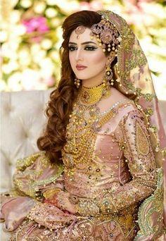 Pakistani Bridal Dresses Online, Bridal Mehndi Dresses, Pakistani Dresses Casual, Pakistani Dress Design, Desi Bridal Makeup, Pakistani Bridal Makeup, Bridal Makeup Looks, Bridal Looks, Bridal Pictures