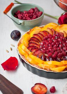 Cafe Johnsonia: Gluten-Free Peach, Plum, Raspberry and Cardamom Cream Tart with Almond Crust