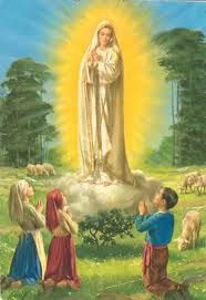 Our Lady of Fatima-Fatima Portugal six consecutive months on the beginning May 1917 appeared to Lucia Jacinta Francisco Lady Of Lourdes, Lady Of Fatima, Blessed Mother Mary, Blessed Virgin Mary, Religious Pictures, Religious Art, Novena Prayers, Praying The Rosary, Mama Mary