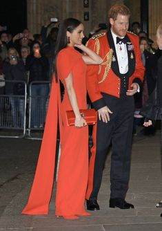 Meghan Markle Stuns in Red Safiyaa Dress for Military Music Festival - Dress Like A Duchess Estilo Meghan Markle, Meghan Markle Style, Prince Harry And Megan, Harry And Meghan, Sussex, Safiyaa, Royal Look, Royal Style, Princess Meghan