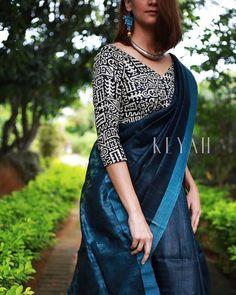Silk Blouse Designs for your Saree Saree Jacket Designs, Saree Blouse Neck Designs, Saree Blouse Patterns, Simple Sarees, Trendy Sarees, Stylish Sarees, Fancy Sarees, Moda Indiana, Saree Jackets