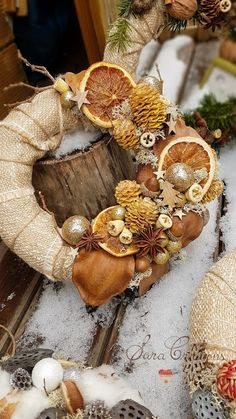 Christmas Wreaths, Christmas Crafts, Christmas Decorations, Xmas, Dried Flower Wreaths, Dried Flowers, Santa Claus Is Coming To Town, Flower Arrangements, Birthday Gifts