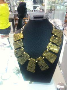 Collar agata dorado Valor $180.000 Laplateria