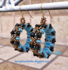 "FREE Tutorial for ""Cerchi di Luce"" Earrings. In Italian but with both photos and diagrams. Use: SuperDuo beads, seed beads 11/0, bicone beads 4mm, nylon thread 0,20mm, earwires and connector rings"