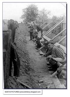 Toilet at the front for German soldiers.  PICTURES FROM HISTORY: Rare Images Of War, History , WW2, Nazi Germany: Rare Images Of The Wehrmacht (German Army) From WW2: Part 4
