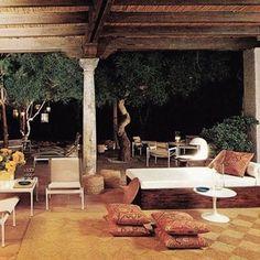 Charles Sévigny designed Marbella, Spain home House Furniture Design, Furniture Styles, House Design, Fresco, Porches, Decor Pad, Mid Century Modern Decor, Outdoor Furniture Sets, Outdoor Decor