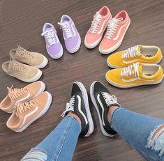 Tenis vans old Skool black and white Sneakers Vans, Moda Sneakers, Sneakers Fashion, Sneakers Style, Cute Vans, Aesthetic Shoes, Hype Shoes, Fresh Shoes, Trendy Shoes