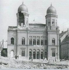 Synagóga pred zbúramím.. Bratislava Slovakia, Czech Republic, Old Photos, Notre Dame, Taj Mahal, Arch, Louvre, Europe, Country