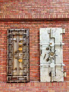 Old bank vault #Japan 古い金庫