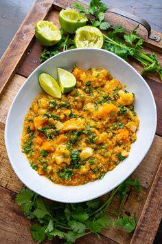 Cauliflower and Butternut Quinoa Curry Quinoa Curry, Lentils And Quinoa, Pasta Menu, Vegan Alfredo Sauce, Squash Vegetable, Cauliflower Recipes, Vegetarian Recipes, Vegan Meals, Thai Style