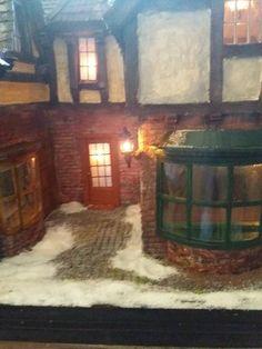 Scrooge`s Kontor oder Mezzanottis Nr. Painting, Oder, Puppets, House, Painting Art, Paintings, Painted Canvas, Drawings