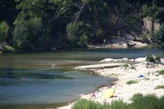 Le Gardon est une vraie base de loisirs. Baignade, canoë, escalade, randonnée à pied ou à cheval, ou même course à pied sont le quotidien des locaux et des touristes Holidays France, Pont Du Gard, Escalade, River, Beach, Outdoor, Bathing, Camargue, Tourism