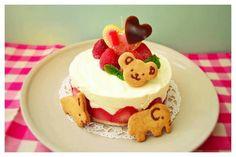 1歳 卵なしレアチーズの誕生日ケーキ,飾りつけ,ケーキ・プレゼント,誕生日お祝い