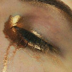 I got a river for a soul. John Ryan of One Dire. - Make up - Eye Makeup Gold Eye Makeup, Hair Makeup, Makeup Inspo, Makeup Inspiration, Jace Lightwood, Gold Aesthetic, Apollo Aesthetic, Gold Eyes, Greek Gods
