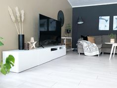 10 hjem malt i Elegant 1434 fra Jotun Flat Screen, Lifestyle, Elegant, Home, Blood Plasma, Classy, Chic, Flatscreen, Plate Display