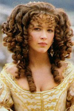 Sophie Marceau in the French film 'Marquise' set in the court of . Sophie Marceau i Sophie Marceau, Historical Hairstyles, 17th Century Fashion, Prettiest Actresses, Baroque Fashion, French Fashion, French Actress, Foto Art, Jolie Photo