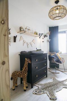 De babykamer vol jungle behang van Amanda safariroom Baby Bedroom, Baby Boy Rooms, Baby Room Decor, Baby Boy Nurseries, Nursery Room, Kids Bedroom, Kids Rooms, Safari Room, Jungle Room