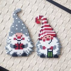 Christmas hama perler beads by Hama Beads Design, Diy Perler Beads, Hama Beads Patterns, Perler Bead Art, Beading Patterns, Color Patterns, Pixel Art Noel, Christmas Perler Beads, Peler Beads