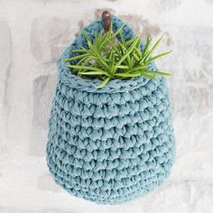 For this pattern You will need: - 1 skein Ribbon Yarn & a crochet hook nr 6 (US - A stitch marker. - A big needle with a round point to weave in the ends. -The basket will be about 12 cm x 12 cm or x inch. Crochet Gifts, Diy Crochet, Crochet Hooks, Crochet Basket Pattern, Crochet Baskets, Crochet Storage, Diy Kit, Ribbon Yarn, Rugs