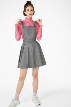 This dungaree dress is so Brit-pop fantastic. Take prep to the disco with it's pleated A-line skirt and pinafore too. In a size 38 the waist width is 75 cm and the skirt length is 45 cm. The model is 178 cm and is wearing a size Blouse Dress, Plaid Dress, Gray Dress, Dress Skirt, Dungaree Skirt, Dungarees, Pinafore Dress, Tulum, Western Wear