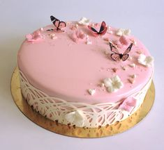 I love the pastel pink cake with the butterflies! Such a cute cake! Cupcakes, Cake Cookies, Cupcake Cakes, Pretty Cakes, Beautiful Cakes, Amazing Cakes, Fancy Cakes, Mini Cakes, Bolo Musical