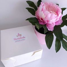 Sweetcheeks Cookies and Cakes create custom cakes and cookies for all occasions. 🍪🍰🎂😋 And this is just perfect for their packaging. Custom Sticker Printing, Custom Stickers, Bakery Packaging, Cookie Gifts, Custom Cookies, Custom Labels, Sticker Paper, Printing Services, Pastries