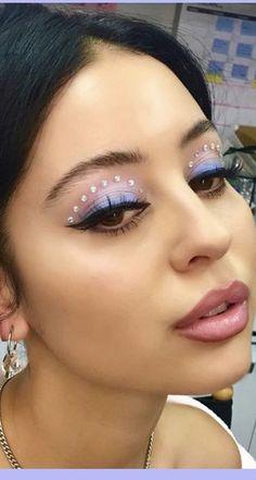 Bold Winter Beauty Inspired by Euphoria - - . Bold Winter Beauty Inspired by. Makeup Goals, Makeup Inspo, Makeup Art, Beauty Makeup, Makeup Eye Looks, Creative Makeup Looks, Glitter Makeup Looks, Mode Inspiration, Makeup Inspiration