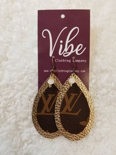 Made out of Vintage genuine Louis Vuitton coated canvas, these upcycled earrings will be a conversation piece that will have compliments abound! Diy Earrings, Leather Earrings, Teardrop Earrings, Leather Jewelry, Diamond Earrings, Crochet Earrings, Louis Vuitton Earrings, Leather Projects, Clothing Company