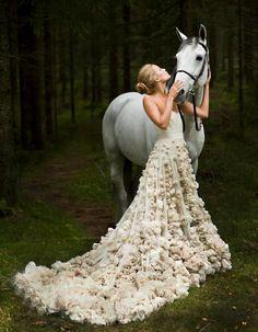 Leila Hafzi - Eco-Haute Couture   Keywords: #weddinggowns #jevelweddingplanning Follow Us: www.jevelweddingplanning.com  www.facebook.com/jevelweddingplanning/