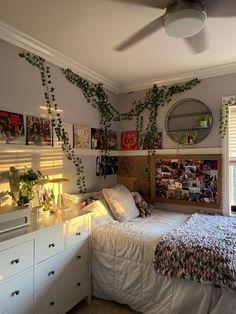 Room Design Bedroom, Room Ideas Bedroom, Bedroom Decor, Bedroom Inspo, Bedroom Ideas For Small Rooms, Arty Bedroom, Bedroom Pics, Indie Room Decor, Cute Room Decor