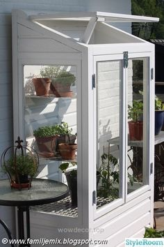 How to make the small greenhouse? There are some tempting seven basic steps to make the small greenhouse to beautify your garden. Greenhouse Plans, Cold Frame, Outdoor Space, House, Garden Room, Greenhouse Interiors, Cottage Garden, Outdoor Living, Garden Inspiration