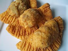 Louisiana Meat Pie Pierogi is a crunchy, steamy, delicious new take on the traditional dish. Diner Recipes, Snack Recipes, Snacks, Good Food, Yummy Food, Tasty, Fun Food, Cottage Pie, Finger Foods