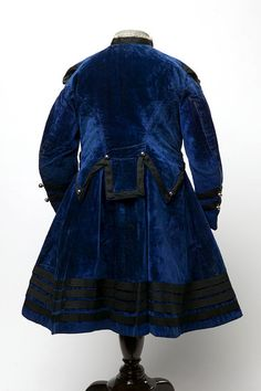 dress  Place of origin:England, Great Britain (made)Date:1868 (made)Artist/Maker:unknown (maker)Materials and Techniques:Velvet, silk, steel