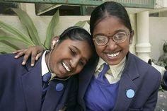 Chandanna è sorda e soffre di ipovisione. Qui è in compagnia della sua migliore amica Shanmugapriya, anche lei ipovedente