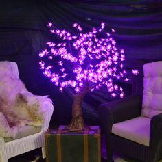 albero led altezza mt 1,20, diametro mt 1,10  uso esterno 256 leds colore rosa , tronco in resina base con fori per il fissaggio