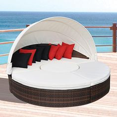 Outdoor patio daybed