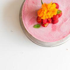 Raw vegan strawberry cheese cake. Gluten free | Refined sugar free | Only 8 ingredients