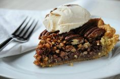 Try this Brown Butter Pecan Pie recipe from The Food Hunter's Guide to Cuisine Bourbon Pecan Pie, Butter Pecan, Brown Butter, Pecan Pies, Holiday Pies, Holiday Recipes, Holiday Treats, Food Doctor, American Desserts