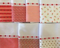 Lindo kit com 7 panos de prato com barrinhas combinadas. Hand Towels, Tea Towels, Sewing Projects, Projects To Try, Kitchen Towels, Bed Sheets, Diy And Crafts, Pillow Cases, Napkins