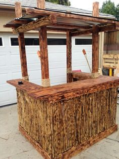 Not one, or two, but Three Pallet Bars to inspire your party decor! These Pallet Bars come in many different designs. Some have a roof for outside use, and they're weather sealed for protection. These Three Pallet Bars would rock any man cave, Diy Projects Using Pallets, Wood Projects, Recycled Pallets, Wood Pallets, 1001 Pallets, Pallet Benches, Pallet Couch, Pallet Tables, Latest Pallet Ideas