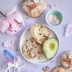 Yön yli -ruissämpylät Outi Väisäsen tapaan   Maku Savoury Baking, Greens Recipe, No Bake Cake, Camembert Cheese, Nom Nom, Muffin, Food And Drink, Dairy, Cupcakes