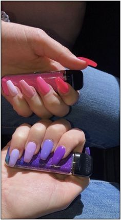 Semi-permanent varnish, false nails, patches: which manicure to choose? - My Nails Bright Summer Nails, Summer Acrylic Nails, Best Acrylic Nails, Acrylic Nail Designs, Spring Nails, Bright Acrylic Nails, Colorful Nails, Bright Nails, Acrylic Gel