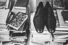 Gabriela e João - Fotografia de casamento - Wedding photography - Casamento de dia - Daytime wedding - Amor - Love - Noivo - Groom - Rio de Janeiro - Brasil - Brazil - Raoni Aguiar Fotografia - Sapato
