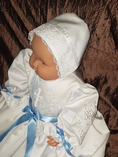 christening gown from www.daapskjole.net Купить Крестильное платье и чепец  dåpskjoler til salg Girls Dresses, Flower Girl Dresses, Christening Gowns, Winter Hats, Wedding Dresses, Baby, Design, Fashion, Dresses Of Girls
