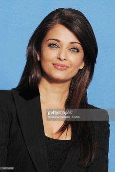 Actress Aishwarya Rai Bachchan attends the photo call of 'The Pink Panther at the annual Berlin Film Festival. Aishwarya Rai Photo, Actress Aishwarya Rai, Aishwarya Rai Bachchan, Bollywood Heroine, Bollywood Actors, World Most Beautiful Woman, Beautiful Girl Image, Hollywood Actresses, Indian Actresses